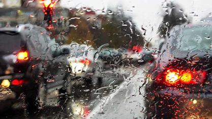 Açıklama: Yağmurda araba kullanmanın püf noktaları nelerdir?